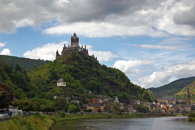 y Alpi2008 on Flickr.The beautiful small town of Cochem on Moselle river, Germany.